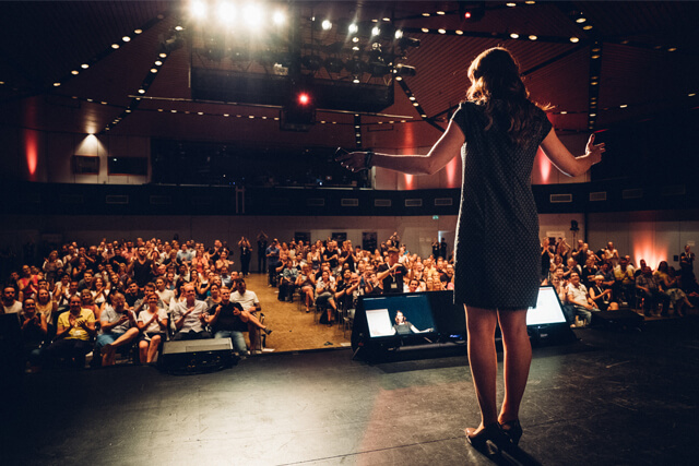 Rebecca Soetebier vor Publikum